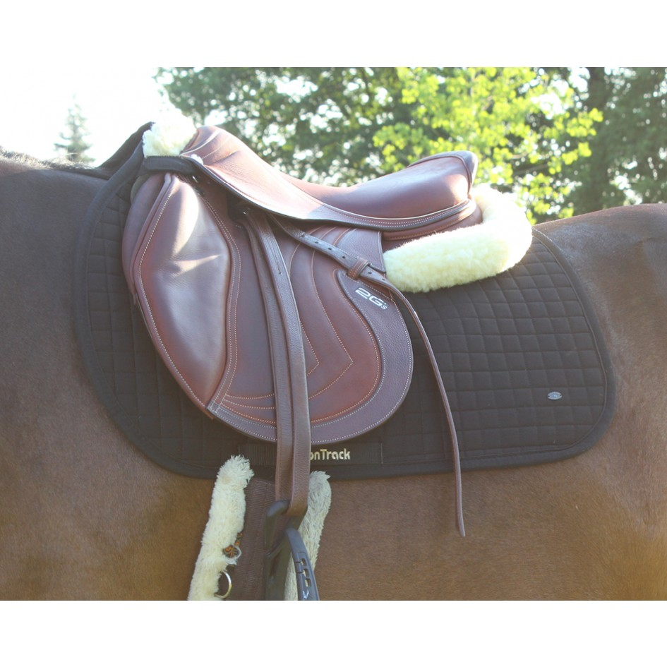 Bot 2338 saddle pad no ii jumping on horse web 1